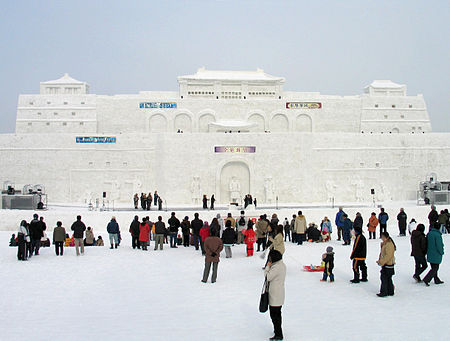 450px-Asahikawa_Winter_Festival_Snow_Statue_1